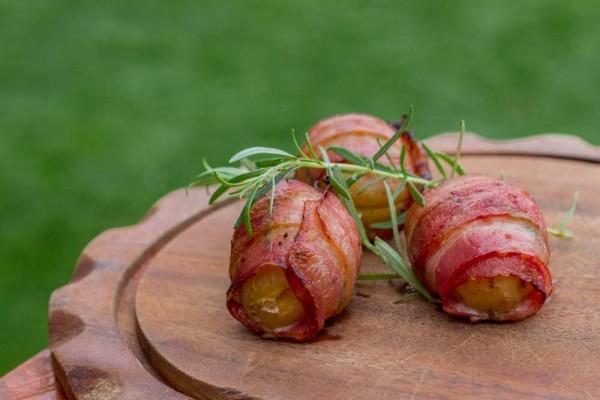 Rosmarin-Kartoffel-im-Speckmantel