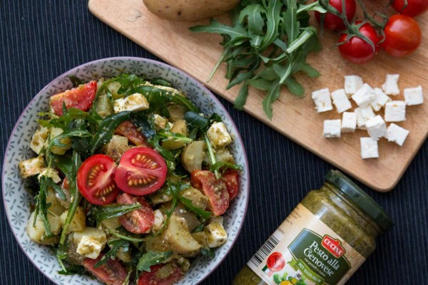 Kartoffel-Pesto-Salat-mit-Rucola-Feta-und-Tomaten-2